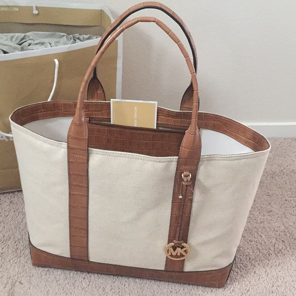 0a080725696fd5 MICHAEL Michael Kors Bags | Nwt Michael Kors Large Tote Brianne ...